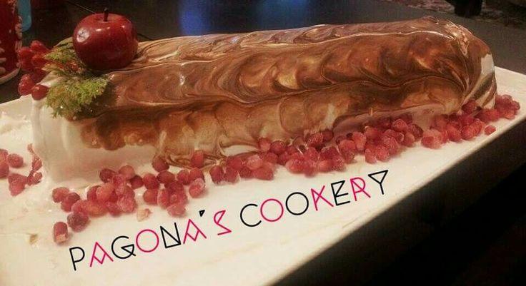 Σοκολατενιος κορμος με παντεσπανι σοκολατας και σοκολατένια καρδια. Για τη συνταγή και περισσότερες φωτογραφίες πατήστε εδώ   http://pagonascookery.blogspot.gr/2016/01/blog-post.html?m=1