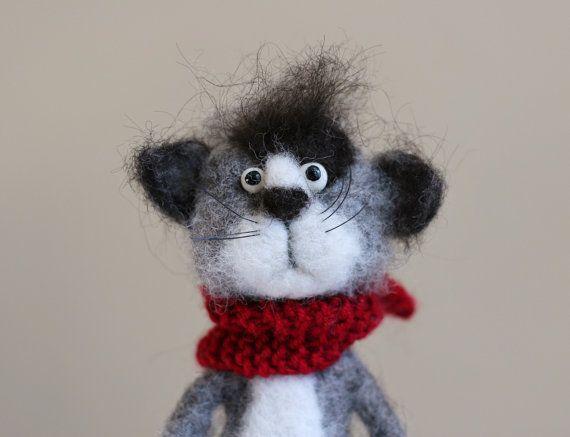 """OOAK 6,5"""" handgemaakte naald vilten kat. Niet gekleurd natuurlijke schapenwol. De poten en de staart zijn staaldraad ondersteund."""