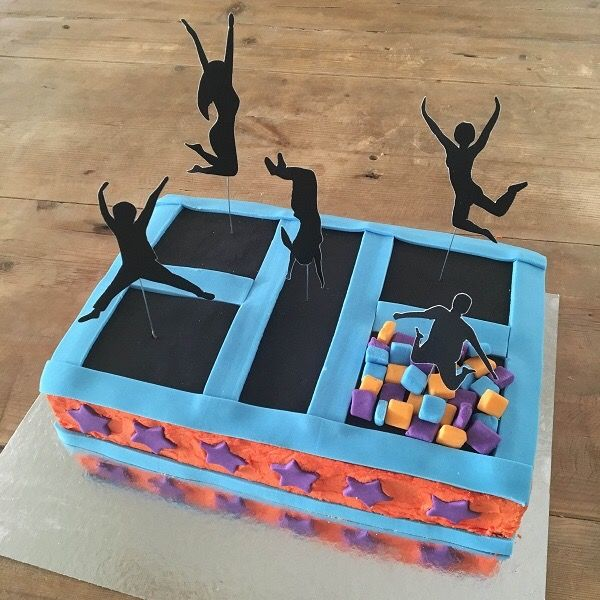 TrampolineCake kit. Birthday Cakekit,open, bake & decorate. Includes everything you need: cake/icing mix, fondant, disposable bake tray, trampoline party