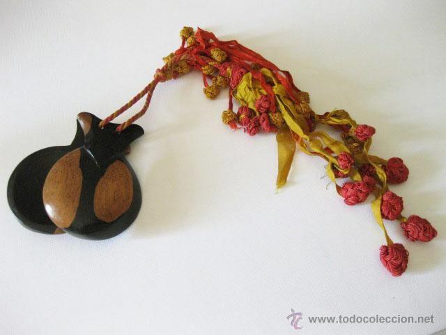 Instrumentos musicales: Pareja de castañuelas antiguas. Con las cintas en seda. - Foto 5 - 50151460