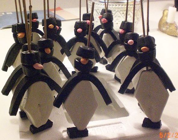 Pinguin van spek en trekdrop. Penguins -from marshmallows & licorice