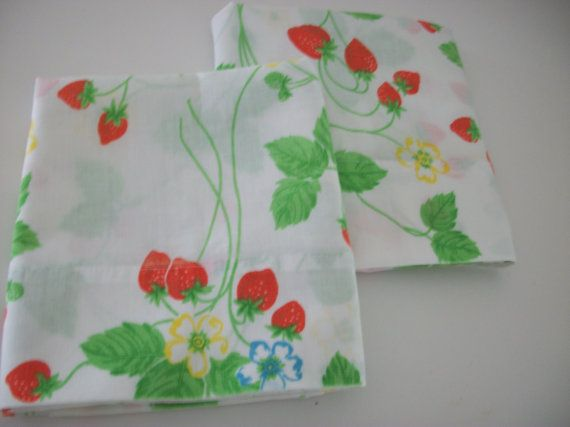 vintage strawberry print  pillow case set