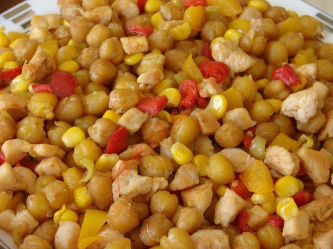Kızartılmış Nohut Salatası Resimli Tarifi - Yemek Tarifleri