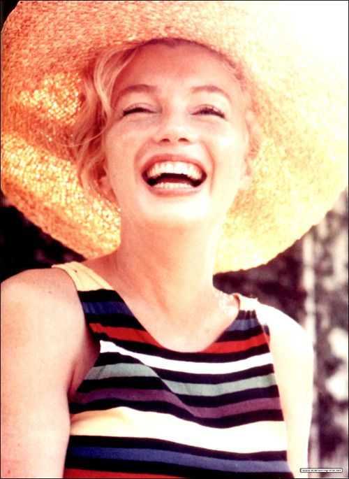 I don't know the story behind this photo of Marilyn, but I like to think this was her style and that she was genuinely happy.