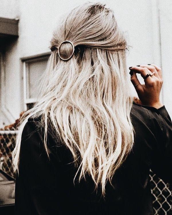 Platinum blonde lob  Short hair, long hair, braids. Hair & Beauty inspiration blonde, bobs, buns, brunette, hair inspiration, hair styles, blonde hair, curly hair, hair style ideas.