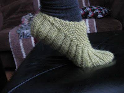 LiteraryLadybug's Blog of Goodness: Pocketbook Slippers. Free pattern!
