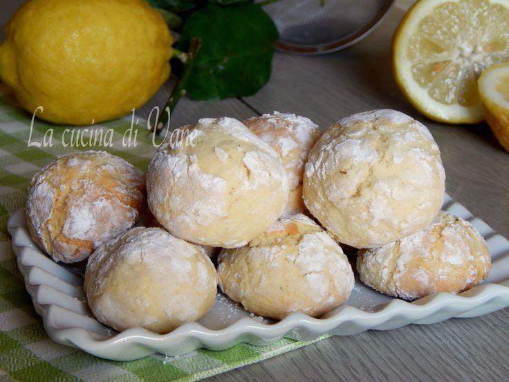 Biscotti morbidi al limone, dal profumo inebriante si sciolgono in bocca, semplici e veloci da fare, si mantengono morbidi per più giorni, da non perdere!