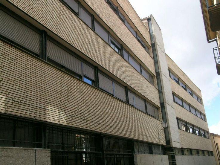 Edificio Colegio Divina Providencia (1964) del arquitecto fray Francisco Coello de Portugal en calle La Reina.