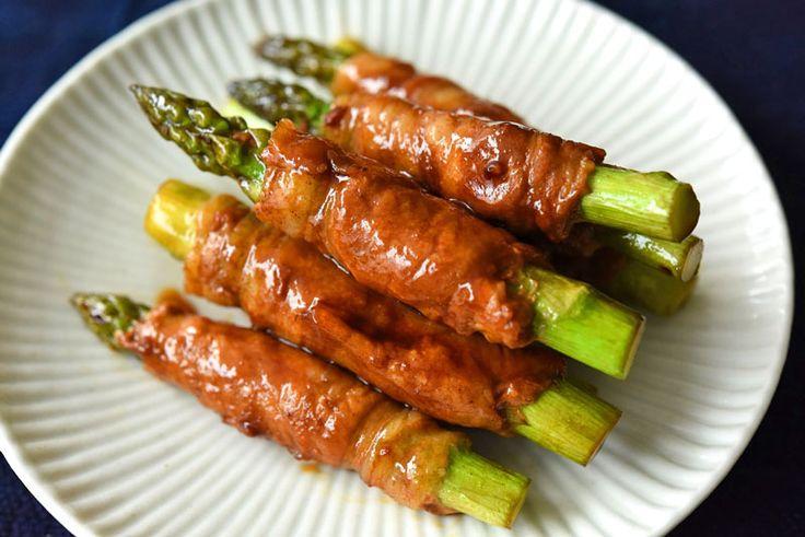 いちばん丁寧な和食レシピサイト、白ごはん.comの『アスパラの肉巻きの作り方』を紹介しているレシピページです。しゃぶしゃぶ肉を使って、巻きやすく、作りやすい肉巻きを目指しました。しかも見栄えがしつつも、焼いた後に切る工程がいらないようにしています。ぜひお試しください。