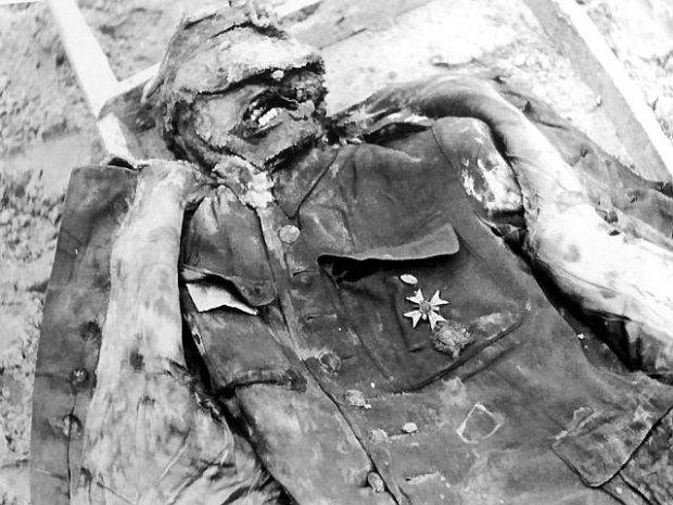 Polish officer murdered in Katyn (Fot. Tomasz Kamiński / Agencja Gazeta)