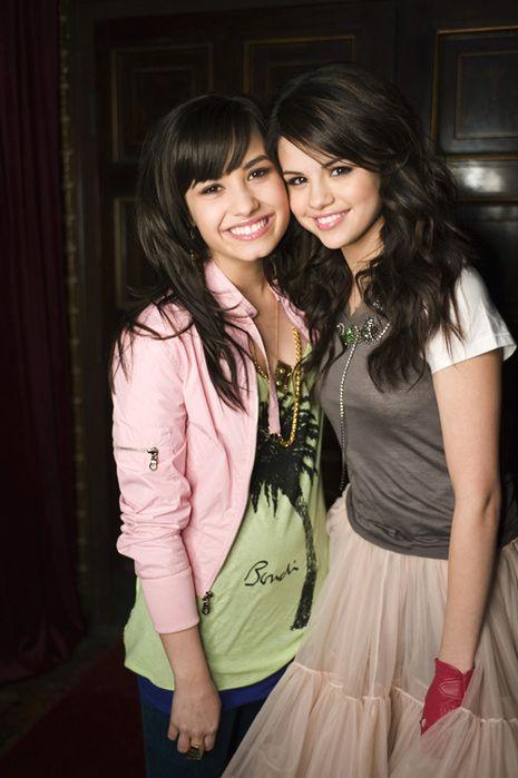Demi Lovato friends photos | demi lovato, friends, outfit, selena gomez - inspiring picture on ...
