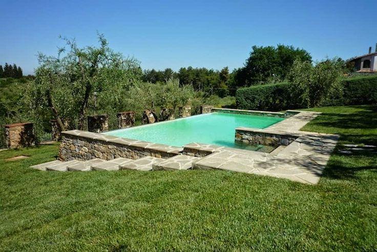 Intervento di ristrutturazione ed arredamento villetta e progetto e direzione lavori di una piscina: Piscina in stile in stile Classico di Architetto Serena Lugaresi