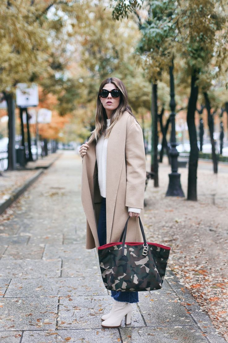 Perfect Camel Coat | Mi armario en ruinas. White knit sweater+bootcut cropped jeans+white boots+camel wool long coat+camo printed tote bag+sunglasses. Fall Casual Outfit 2016