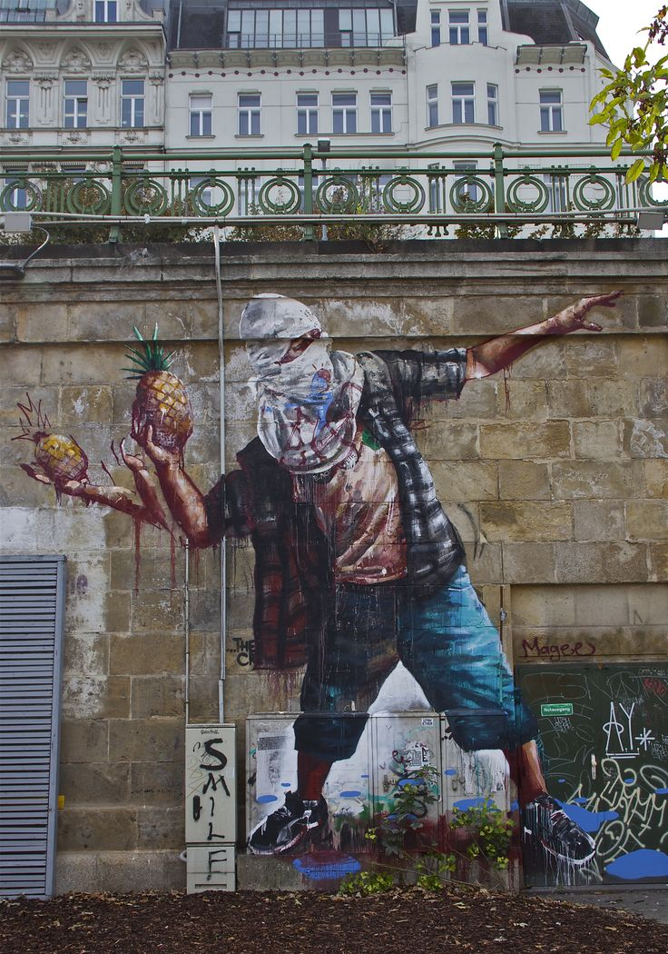 Peace! Street art from Wien/Vienna. Photo: Åse Margrethe Hansen, 2013