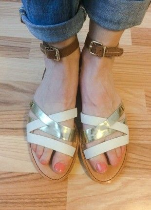 Kaufe meinen Artikel bei #Kleiderkreisel http://www.kleiderkreisel.de/damenschuhe/sandalen/161176376-tommy-hilfiger-sandalen-julia-goldweiss-damen-grosse-42