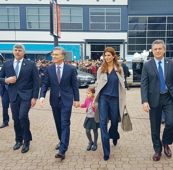Mauricio Macri llegó acompañado junto a su mujer, Juliana, y su hija Antonia (Presidencia)
