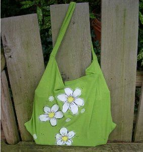 Use these patterns to sew purses from a t-shirt! The T-shirt tote bag is an easy way to learn how to sew a purse on the cheap.