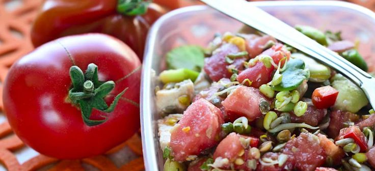 Salad with broad beans, chicken, tomatoes and sprouts