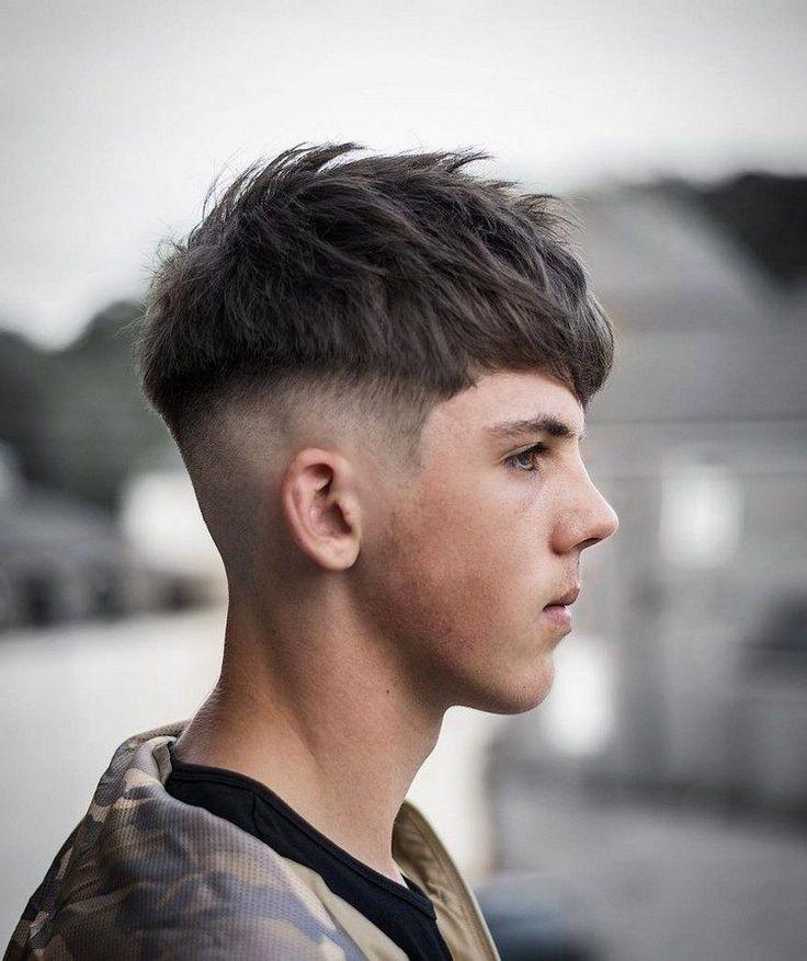 coupe de cheveux homme tendance courte meche effet naturel fade moderne idée coiffure adolescent
