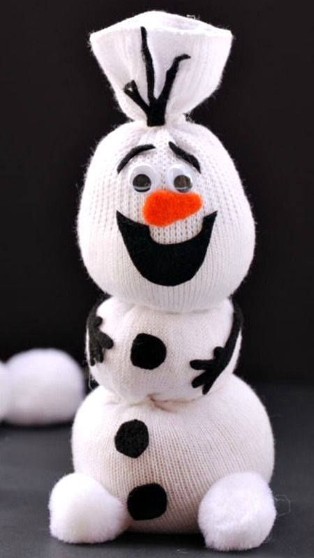 Olaf Sock Snowman   Found here.... http://onecreativemommy.com/olaf-sock-snowman-tutorial/ https://www.facebook.com/CTC2011/photos/a.240288845996553.77648.222779364414168/1009249202433843/?type=1&permPage=1