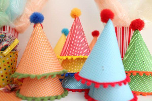 Respeitável público, bem-vindos ao circo da Valentina! Uma festinha alegre e colorida, com decoração da Lollis! Cupcakes de marshmallow imitando baldinhos