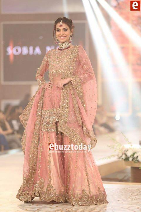 75 besten the sari bilder auf pinterest hochzeitskleider indische hochzeitskleider und. Black Bedroom Furniture Sets. Home Design Ideas