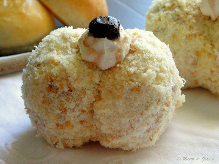Ricetta Tipica Messinese: Le Pesche dolci siciliane alla crema. Soffice pasta farcita di crema chantilly. Dolce della domenica. Ricetta con e senza BIMBY