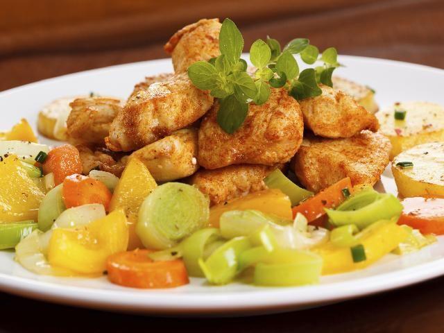 Indyk duszony z warzywami: przepis na smaczny i zdrowy obiad