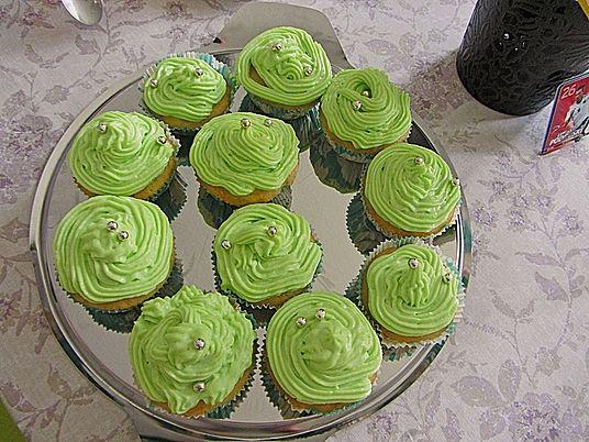 Zitronen-Cupcakes mit Waldmeister-Frischkäse-Creme