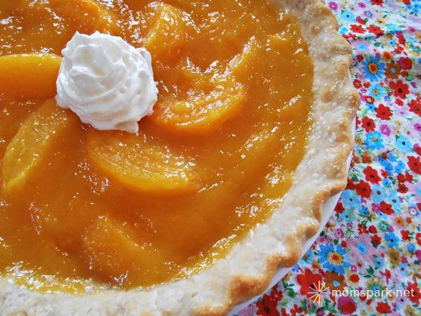 hübsche Pfirsichpastete via Amy Bellgardt – Mom Spark   – Best of Food Blogger Recipes