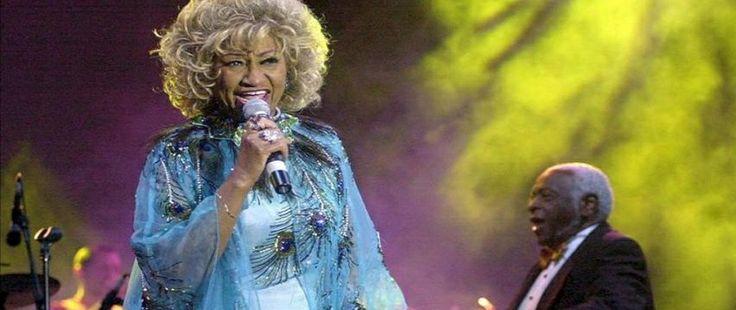José Alberto El canario cierra concierto en la exaltación de Celia Cruz al Paseo de la Fama del Teatro Apollo de NY