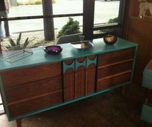 Mid-Century Modern Furniture Store in Phoenix, AZ. I drove by this all the time but could never stop! That reminds me of my hand painted credenza