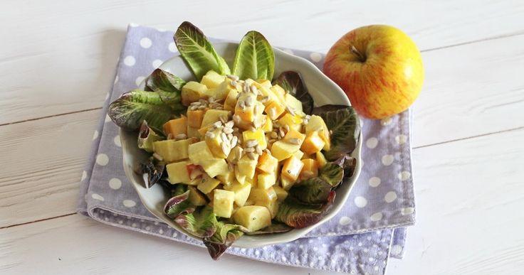 Tökmagolajos sajtos almasaláta recept