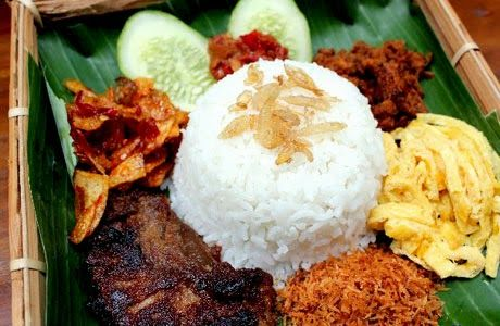 Langgi Rice is an interesting, complete and definitely delicious menu. Langgi rice taste sweet, savory and spicy sauce.