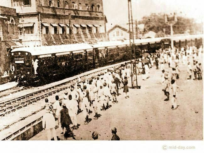 Masjid Bunder station after CST, where textile traders board