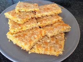 Lekker bij van alles: Schotse havermoutkoekjes met geraspte cheddar. Deze voedselzandloper koekjes maak je tussen de bedrijven door!