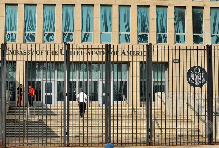 キューバの首都ハバナにある米大使館(2015年12月17日撮影)。(c)AFP/YAMIL LAGE ▼10Aug2017AFP 在キューバ米大使館員に謎の「症状」、外交騒動に http://www.afpbb.com/articles/-/3138779