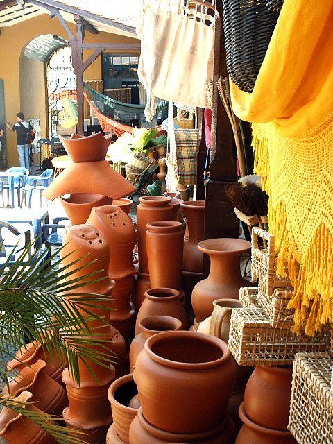 Crafts in the Public Market, discloses work of local craftsmen in Itajai.