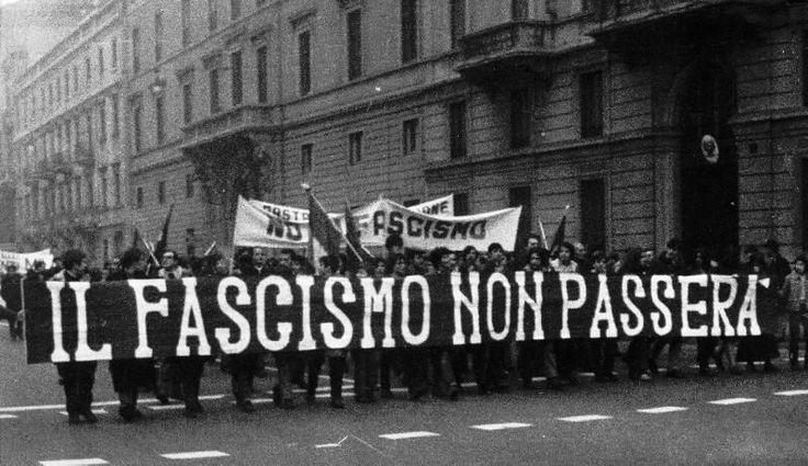 """Incluir na """"ESTANTE""""André Araújo –Ao contrário do que muitos pensam, o Fascismo não chega ao poder pela força das armas. O fascismo é uma ideologia salvacionista diante de um estado inerte. Renzo de Felice, professor de História da Universidade de Roma, falecido em 1997, é por unanimidade considerado o maior historiador do Fascismo italiano. Sua … <a href=""""http://controversia.com.br/22973"""">Continue lendo »</a>"""