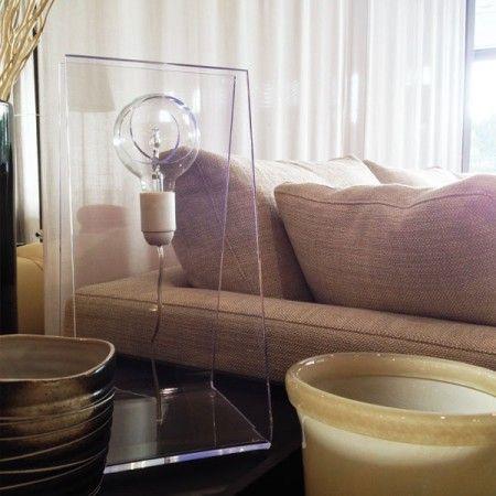 Illuminazione e lampade in plexiglass. La nostra vetrina emozionale presso lo show room Berto Salotti di #roma #plexiglass #design #arredo #arredamento #vetrineemozionali #designtrasparente #letto #bertosalotti #lampada #moderna #luce