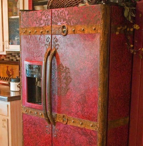 Как обновить и украсить старый холодильник