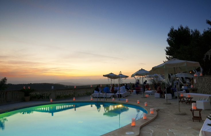 Inauguración de Randa Sunset Experience. Inauguration of Randa Sunset Experience. June 9, 2012. #Mallorca (Balearic Islands, #Spain). Enjoy your stay in #Mallorca in our charming hotel, a typical Catalonian country house, at the foot of the Puig de Randa. http://www.esrecoderanda.com/