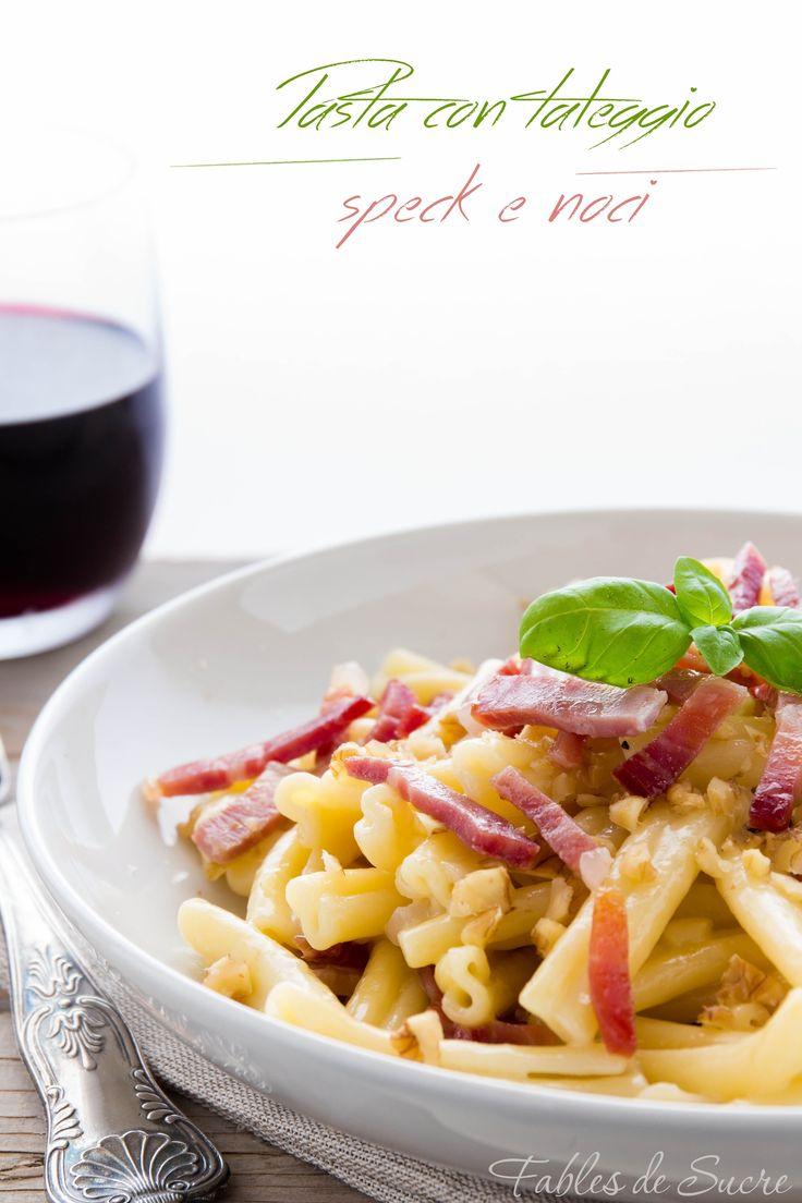 Facile, veloce e molto buono. La pasta taleggio speck e noci è un primo piatto che anche se semplice non ha nulla da invidiare a piatti più laboriosi.