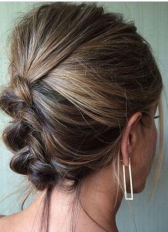 Jennifer Aniston in Jennifer Meyer gold rectangle hoop earrings