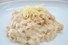 Semmelkren dient als Beilage zu Rindfleisch bzw. Tafelspitz. Dieses Rezept ist schnell und einfach gemacht und wird mit geriebenen Kren verfeinert.