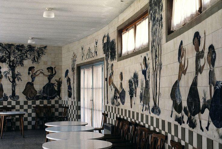 Jorge Barradas | Lisboa | Escola Primária nº 63 / Elementary School n.º 63 | 1960 | Fotografia: © Ana Maria Almeida / Biblioteca Calouste Gulbenkian #Azulejo #AzulejoDoMês #AzulejoOfTheMonth #JorgeBarradas #Lisboa #Lisbon