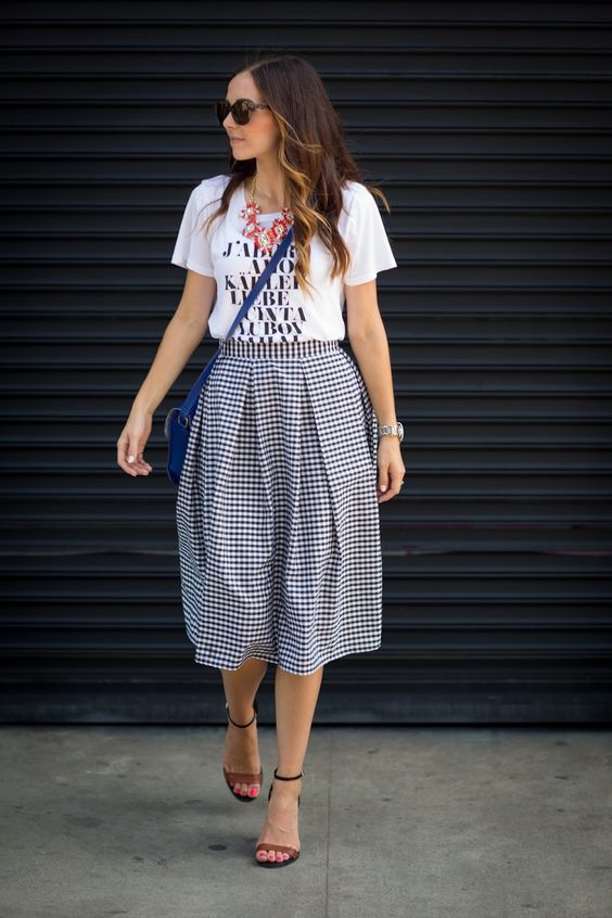 Pleated skirt looks really stylish with even just a simple shirt.