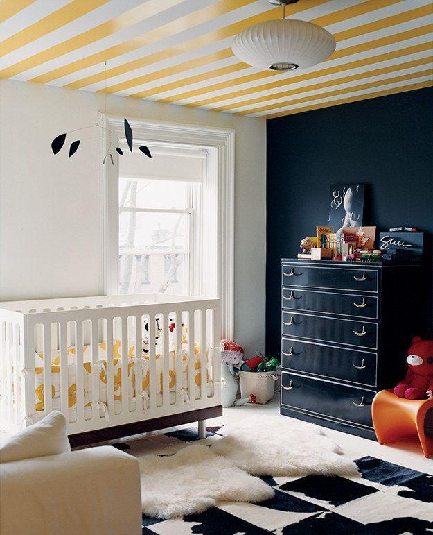 Желтый цвет в интерьере (64 фото): солнечная палитра для дома http://happymodern.ru/zheltyj-cvet-v-interere-64-foto-solnechnaya-palitra-dlya-doma/ Детская комната с полосатым желтым потолком