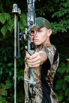 senior pictures hunter in camo | Senior boy hunting, bow Sabrina Walsh Photography
