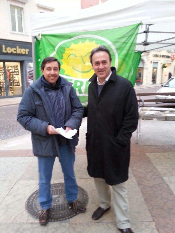 Gazebo a Trento con gradita presenza di Angelo Bonelli in visita a Trento